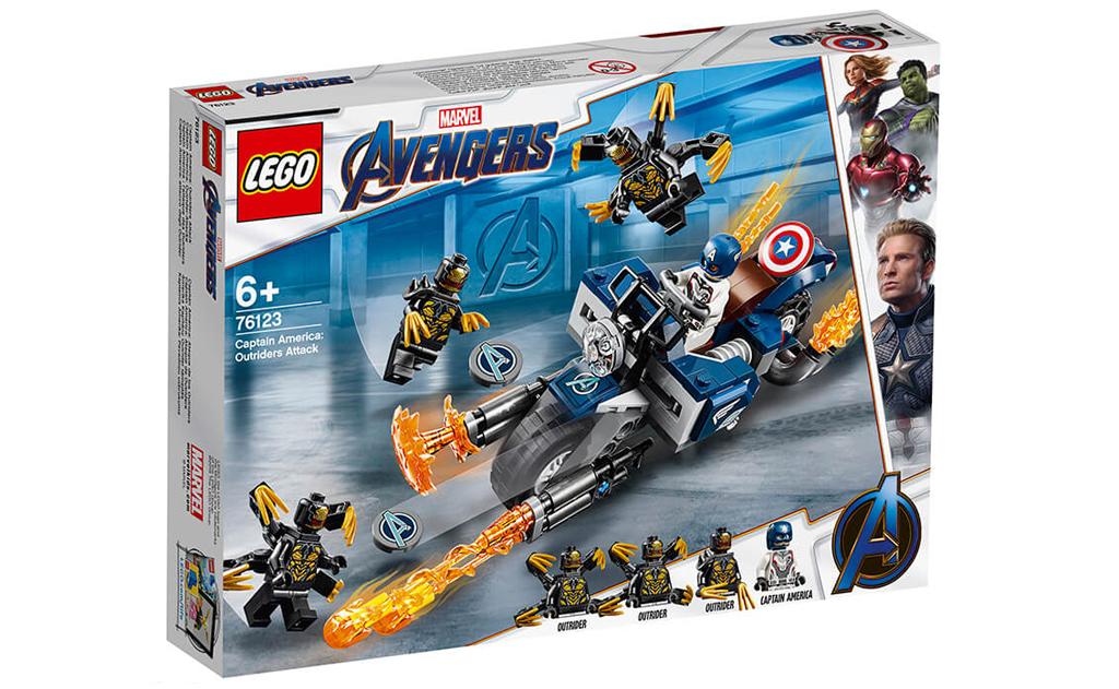Конструктор LEGO Super Heroes 76123 «Капітан Америка: Атака Аутрайдеров» складається з величезного мотоцикла в стилі месників, зі знайомими наклейками Капітана Америки і наклейками месників на дисках, з вивергатися язиками полум'я з вихлопної труби, і значною гарматою.