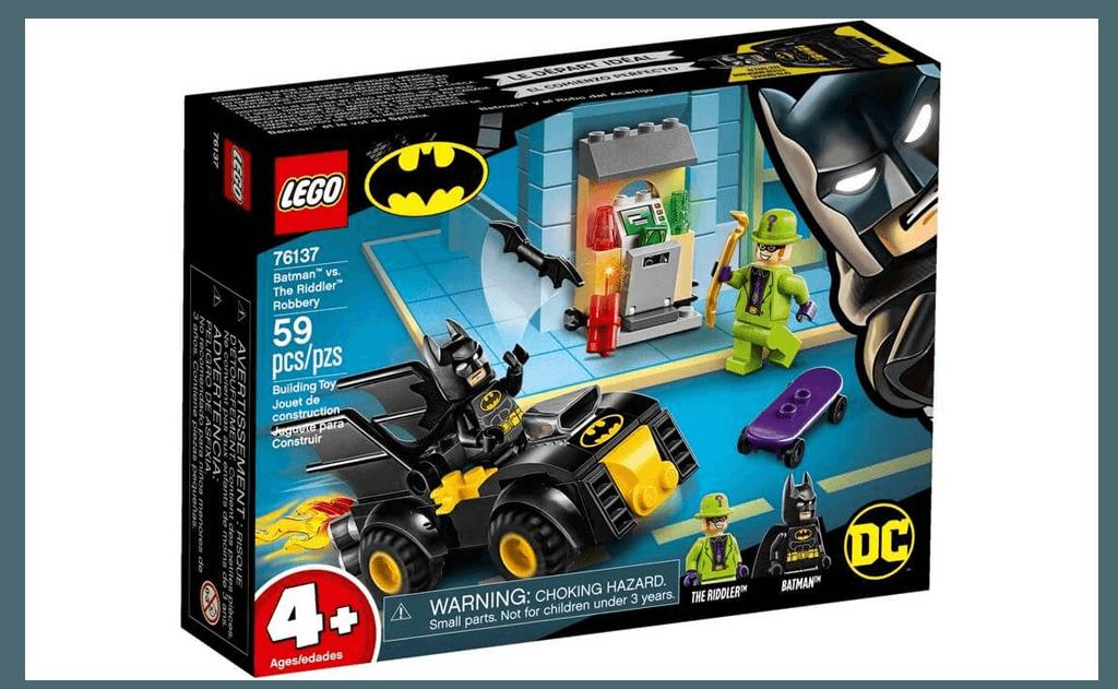 Невеликий Бетмобіль оснащений сидінням на дві мініфігурки і кріпленнями для зброї Бетмена.