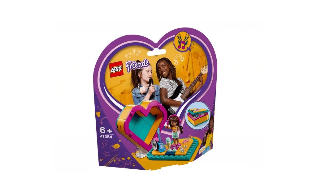Андреа - одна з подружок LEGO® Friends - любить співати і танцювати. Тепер ти зможеш брати її на гастролі в її власній шкатулки-сердечку.