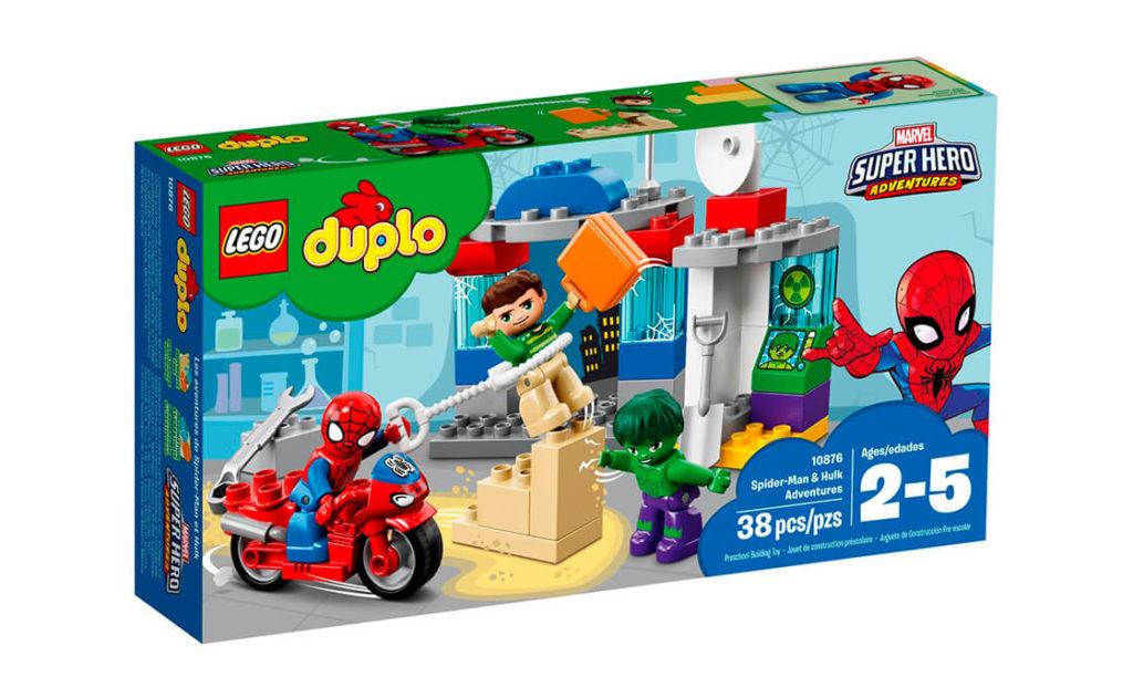 Маленьким супергероям сподобається вигадувати нескінченні пригоди з іграшковими супергероями Marvel про те, як Людина-павук і Халк намагаються завадити Піщаній людині викрасти важливу валізу.