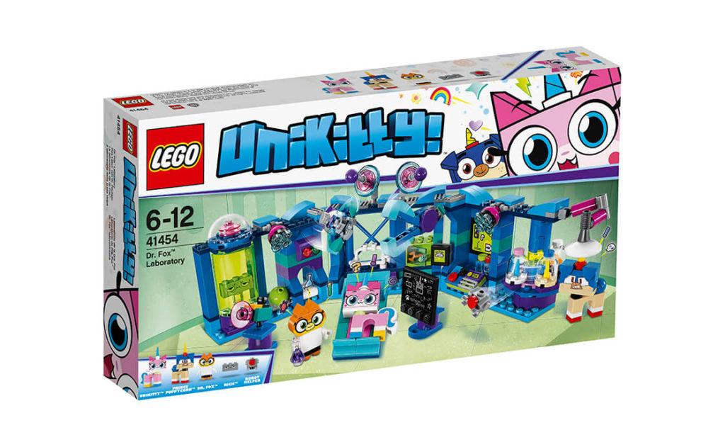 Проводь нескінченні експерименти з набором «Лабораторія доктора Фокса» серії LEGO® Unikitty™! (41454), щоб забезпечити для міста вдосталь іскристої речовини.
