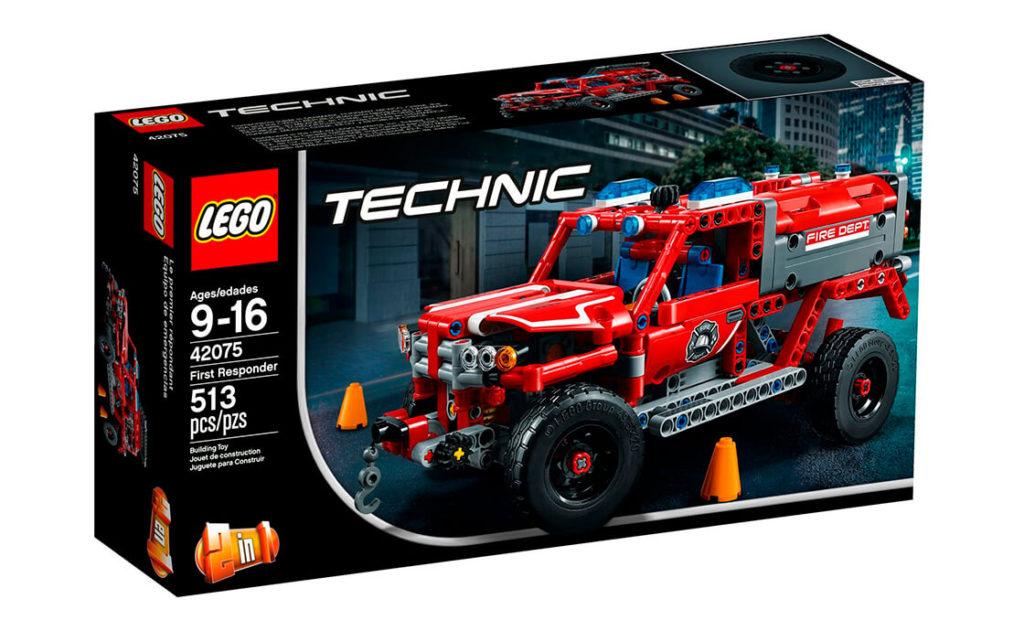 Мчи до місця пожежі на автомобілі-рятівнику! Ця незвичайна модель оперативного пожежного автомобіля 2-в-1 виконана в червоному, білому та чорному кольорах, має синій і червоний маячки, прожектори на даху, діюче кермове управління та підвіску.